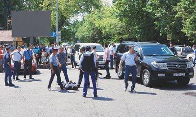 Öt embert agyonlőtt egy férfi a kilakoltatása közben, köztük két rendőrt is