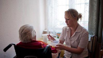 Lapozó: A svéd idősotthonokban is megkezdték az LMBTQ érzékenyítést