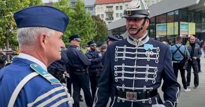 Rendőrök lepték el a Széll Kálmán teret, ezért vonultak ki – Videó!