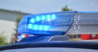 Folyt a vér: több száz méteren keresztül húzta a kocsija mellett a lányát a részeg anya