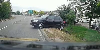 Olyat tett egy autós a százhalombattai körforgalom előtt, amit nem könnyű megérteni - videó