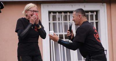 Több mint 700 motoros előtt kérték meg Adrienn kezét Esztergomban