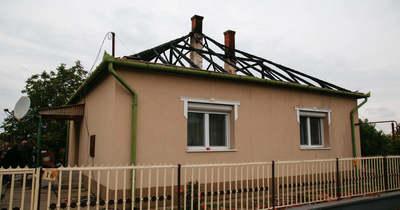 Segítségre van szükségük: leégett a kőröstetétleni házuk teteje