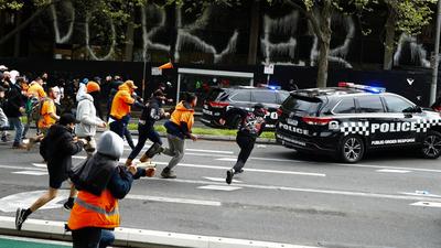 Melbourne-ben gumilövedékkel oszlatták fel a lezárások ellen tiltakozó rendbontókat