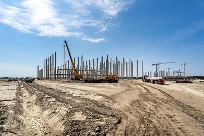 Látványos képeken az ország eddigi legnagyobb zöldmezős beruházásának építése - galéria