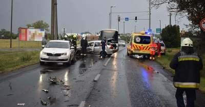 Busz és személyautó ütközött: a vétkes sofőr alkoholt fogyasztott