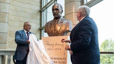 Herczeg Ferenc szobrát avatták fel a Nemzeti Színházban