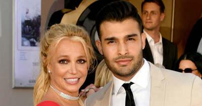 Britney visszatért, de a rajongóknak valami nagyon bűzlik, válaszokat követelnek
