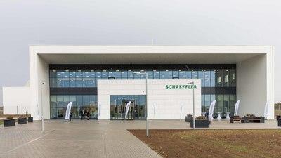 Világhírű német autóipari cég létesített új gyárat Szombathelyen