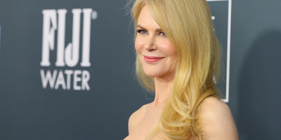 Nicole Kidman meztelen a kabátja alatt - fotók