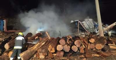 30 köbméter fa és két gép kapott lángra Siófokon