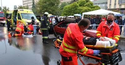 Egy szimulált baleset mentési akcióját nézték végig a kecskeméti diákok