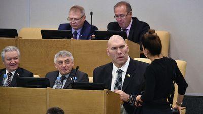 Óriási szék kell az orosz alsóházban a Keleti szörnyetegnek
