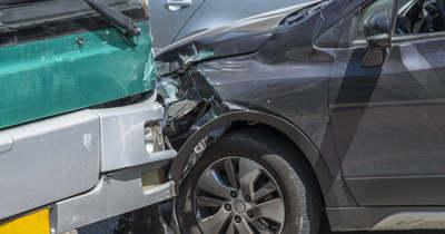 Egy kamion és két személyautó ütközött Kiskunhalas és Kunfehértó között