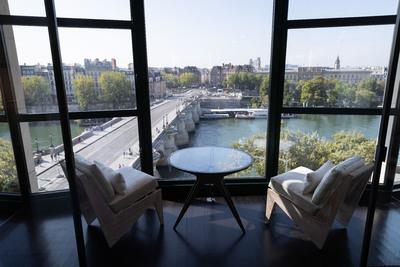 Párizs új luxushotelében közel félmillió forint egy éjszaka - galéria