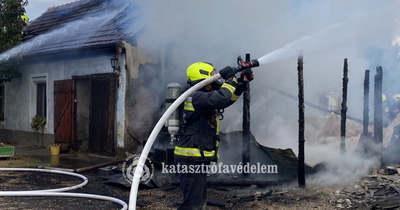 Kazánház és melléképület lángolt Sorkifaludban – fotók
