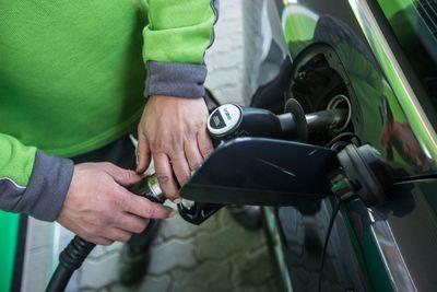 Változnak az üzemanyagárak péntektől