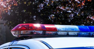 Balesetet szenvedett egy gépkocsi, a sofőr beszorult