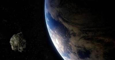 Brutálisan nagy aszteroida közelíti meg a Földet ma éjszaka