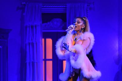 Vadászkést ragadott és Ariana Grande életére tört egy őrült rajongó