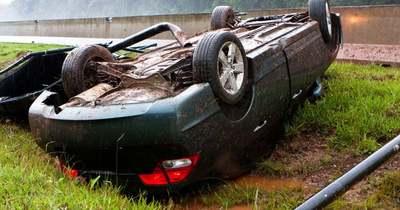 Felborult egy autó Szőkéd és Egerág között
