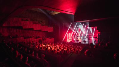 Akik istenkeresés közben találták meg a saját hangjukat – Platon Karataev koncerten jártunk