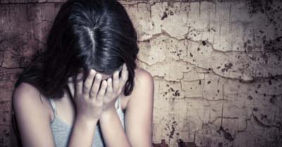 Megásatta a sírját barátjával, majd végzet vele a férfi, amiért molesztálta 6 éves kislányát