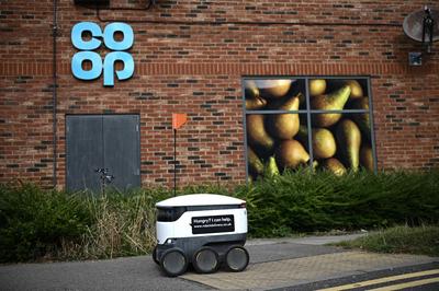 Kézbesítőrobotok könnyítik meg a bevásárlást az angliai Milton Keynesben - galéria