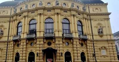 ELMARAD: a Szegedi Nemzeti Színház Richard Alfieri:HAT HÉT, HAT TÁNCcímű előadása