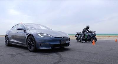 Meglepő eredmény született a leggyorsabb Tesla és a superbike-ok versenyén - videó