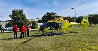 Mentőhelikopter is leszállt a véradókampányhoz pénteken Pécsett