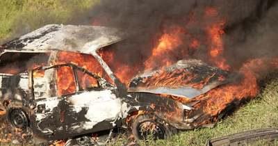 Kigyulladt egy autó Sárkeresztúron