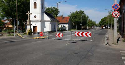 Csőtörés miatt lezárták a szolnoki Ady Endre út egy részét