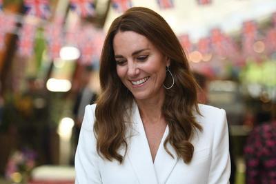 Sosem mutatott még ennyit a lábaiból Katalin hercegné - Szokatlan tőle ez a viselet