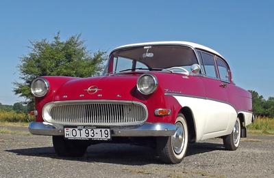 Különleges, 42 ezer kilométert futott Opelt találtak egy bácsi garázsában