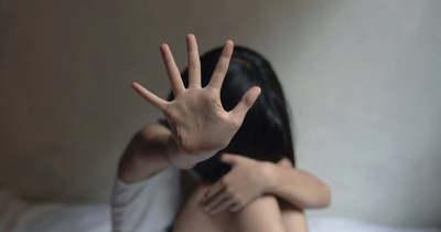 Sokkoló eset: tini erőszakolt meg egy 15 éves lányt az emberekkel teli strandon