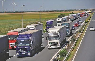 Sofőrhiány miatt egyhiti a szabályokat Nagy Britannia