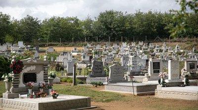 Olyat tett hűtlen férje sírjával a feleség, amire senki nem számított