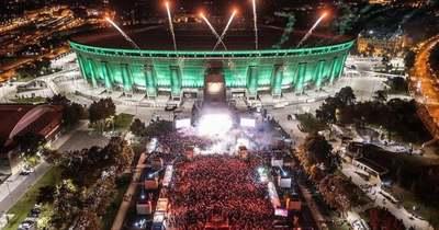 """Több tízezer torokból szólt a """"Belehalok"""" – a Szerencsejáték Zrt. szuperkoncertjén még Majkának is elállt a szava"""