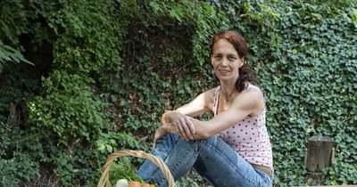 A kert, amely gyógyít és örömre derít – Méhes Mónika célja a vidéki létforma életben tartása