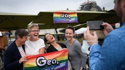 Svájc megszavazta a melegházasság legalizálását