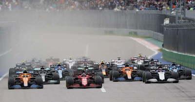 Hamilton századszor nyert, Verstappen az utolsó helyről indulva mindent beleadott
