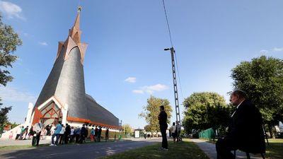 Felszentelték Budapest első Makovecz-templomát