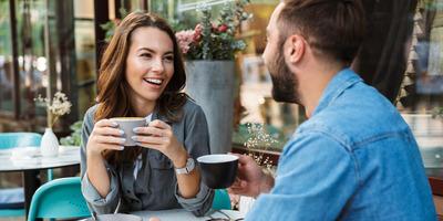Nem elég egy randipartner? Miért kell a tarsolyban tartani egy harmadik személyt is?