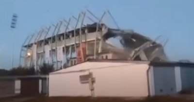 Videó: Mint egy katasztrófafilm! Így dőlt le a nyíregyházi lelátó!