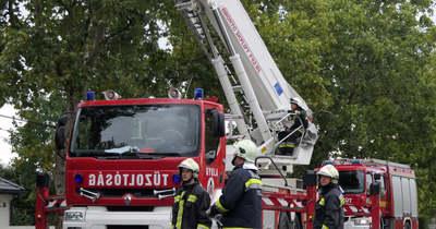 Több tűzesethez és balesethez is riszatották a tűzoltókat