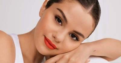 Selena Gomez ismét Nanushkába bújt