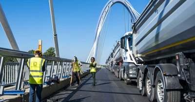 Huszonkét kamionnal tesztelték az új Tisza-hidat (galéria)