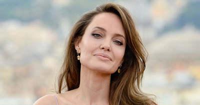 Meglepő fordulat, ez a fiatal sztár Angelina Jolie új szerelme