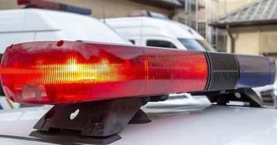 A tetejére borult egy autó a 83-as főúton – félpályás útzár – térkép